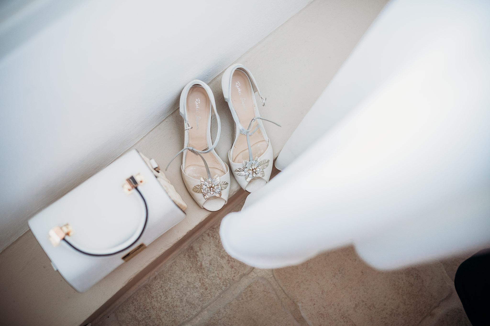 white bired's dress and details at La Villa Hotel Mombaruzzo