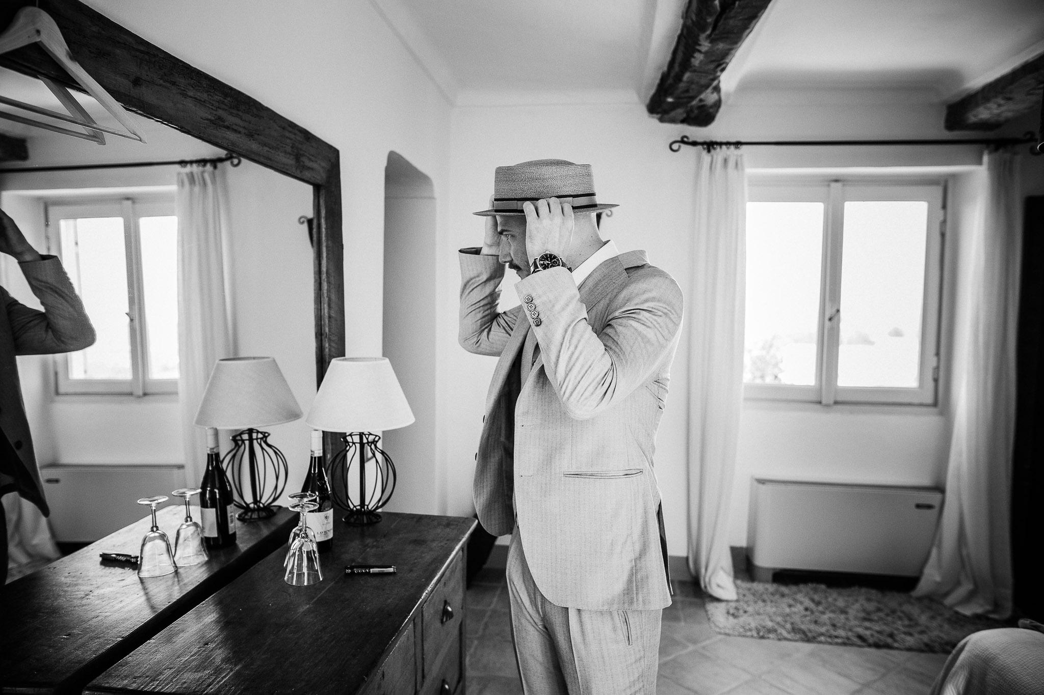 Groom's getting ready at La Villa Hotel, Mombaruzzo