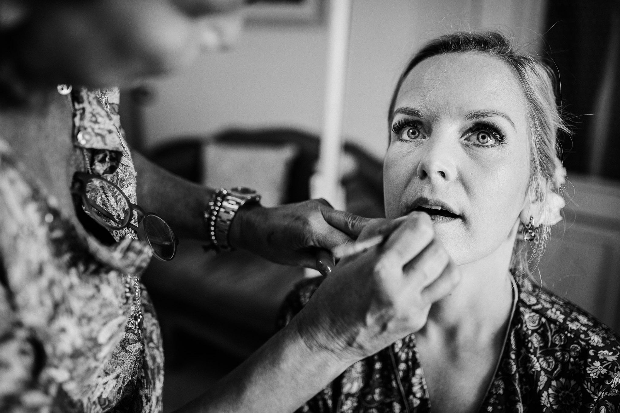 Bridal makeover before the wedding at La Villa Hotel, Mombaruzzo