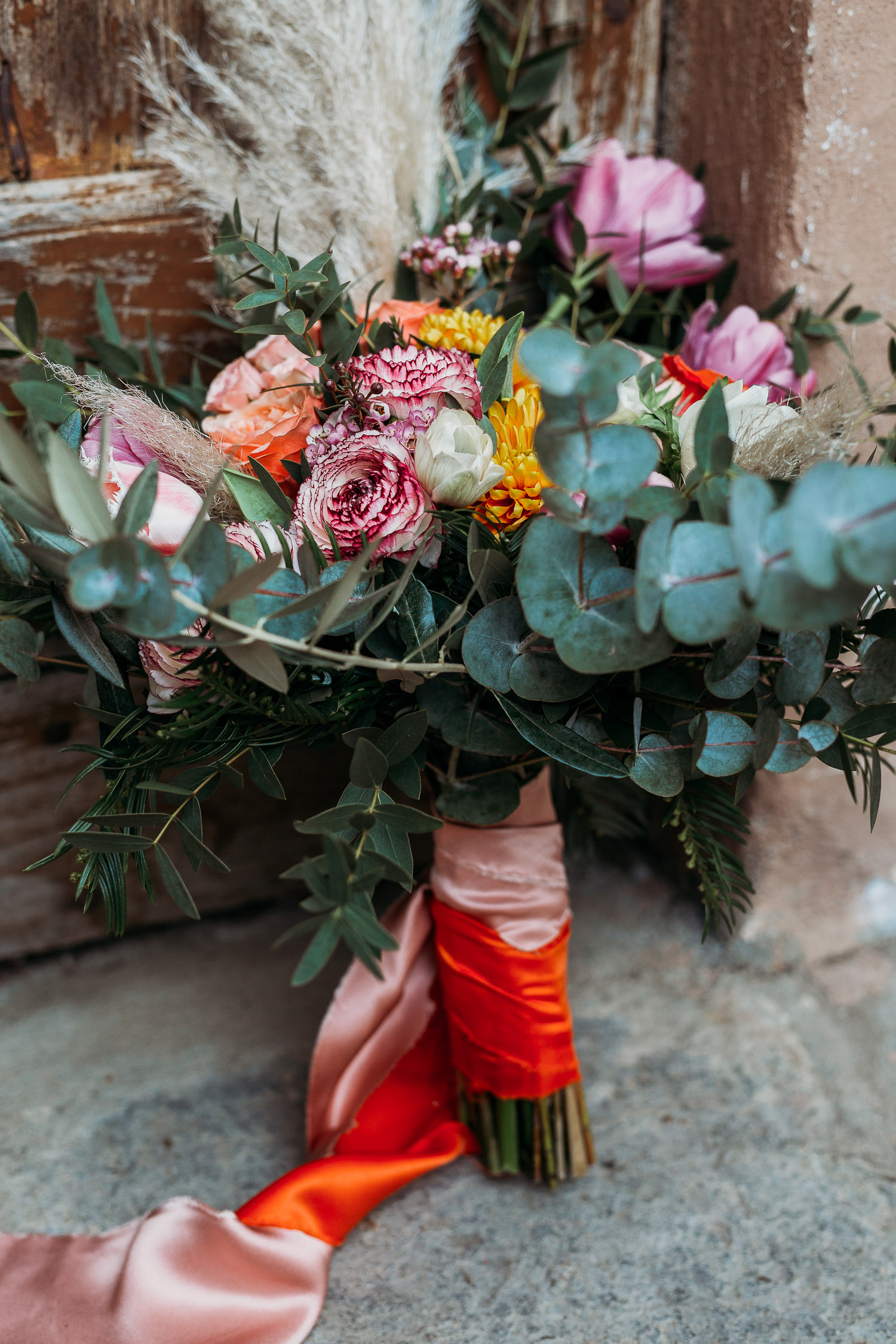 Orange and pink ribbons for the bouquet made by Sposami Oggi fort Tenimento il Castello