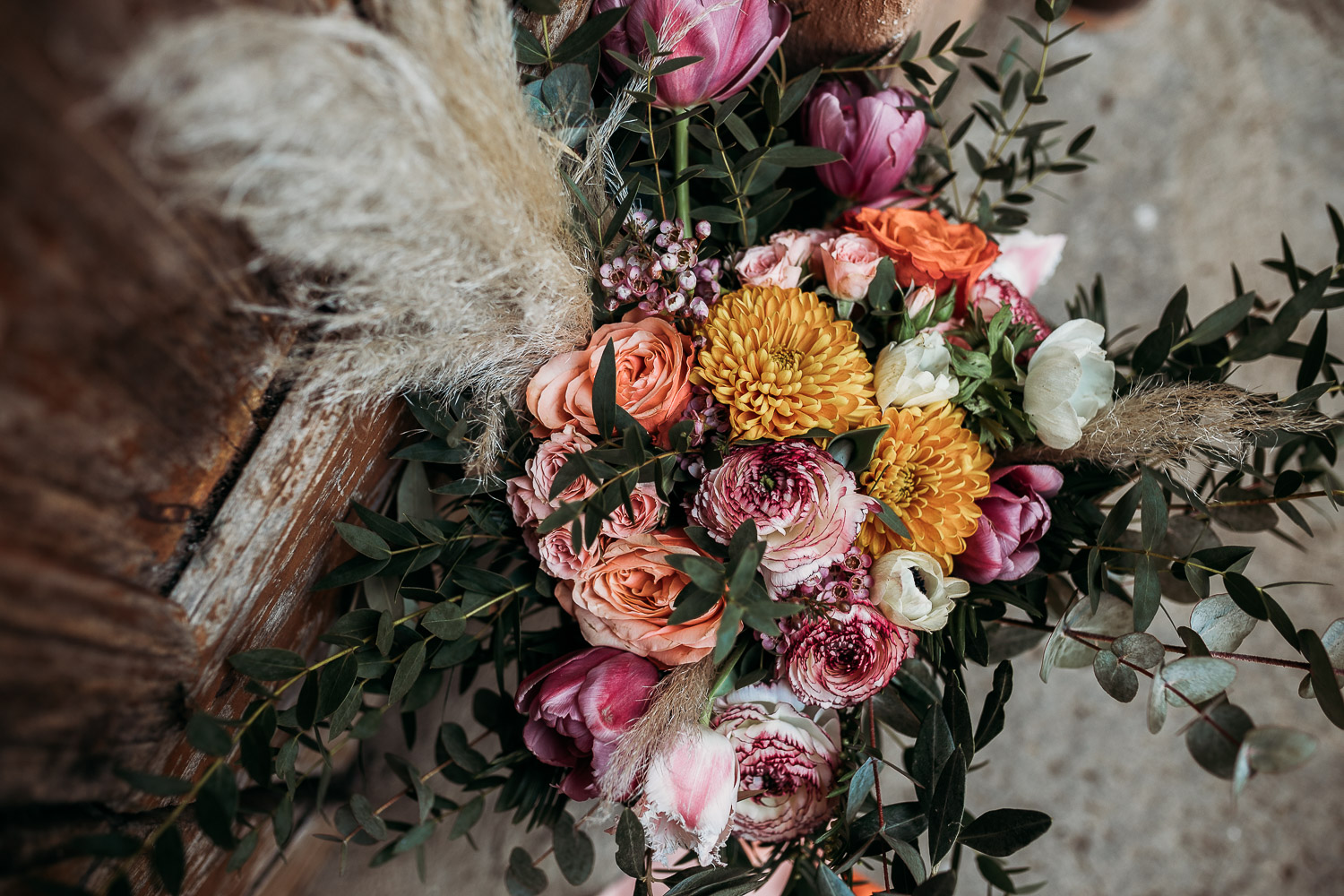 Warm tones for a bouquet with carnations made by Sposami Oggi fort Tenimento il Castello
