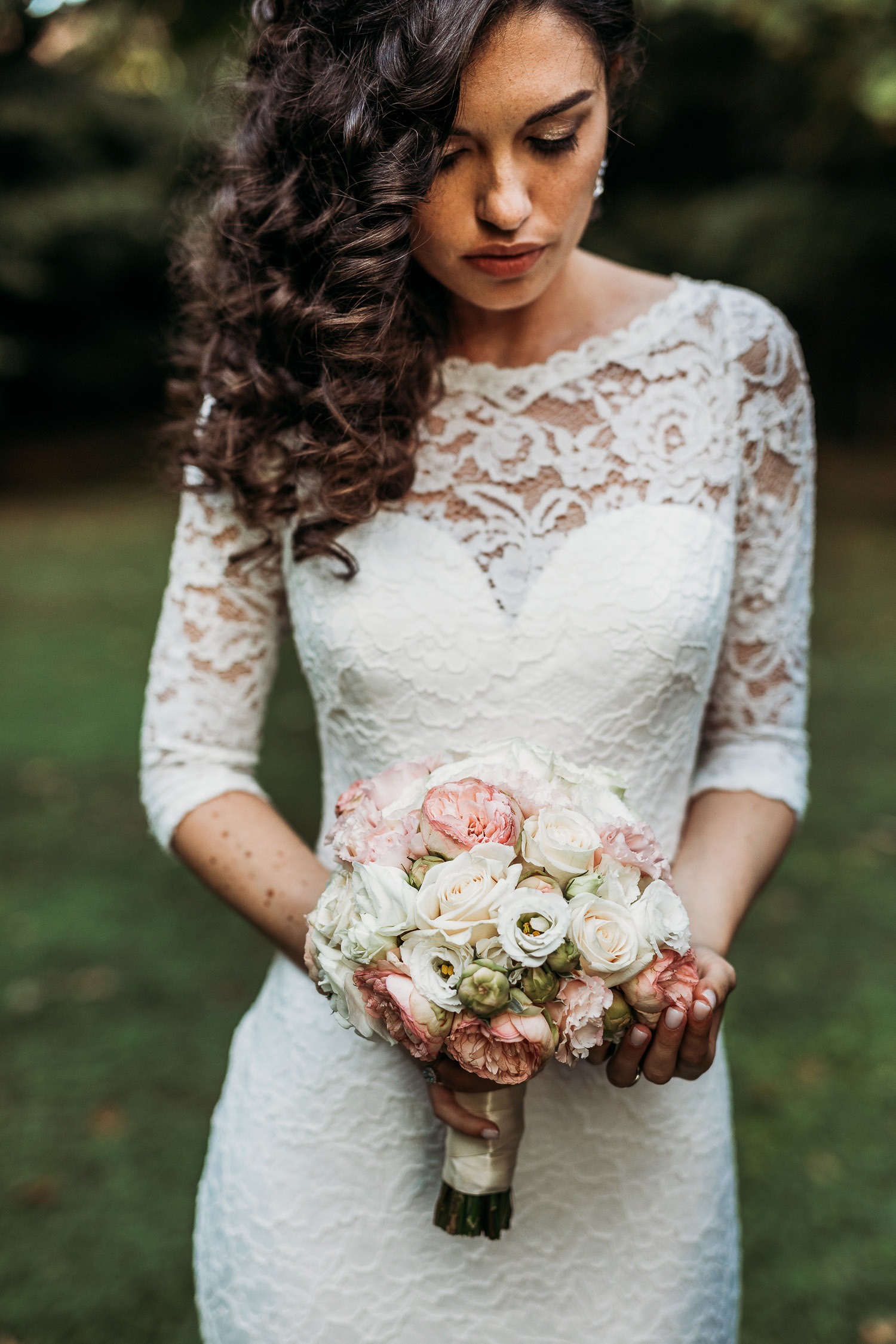 Elegant bride with lace dress and a round classic bouquet