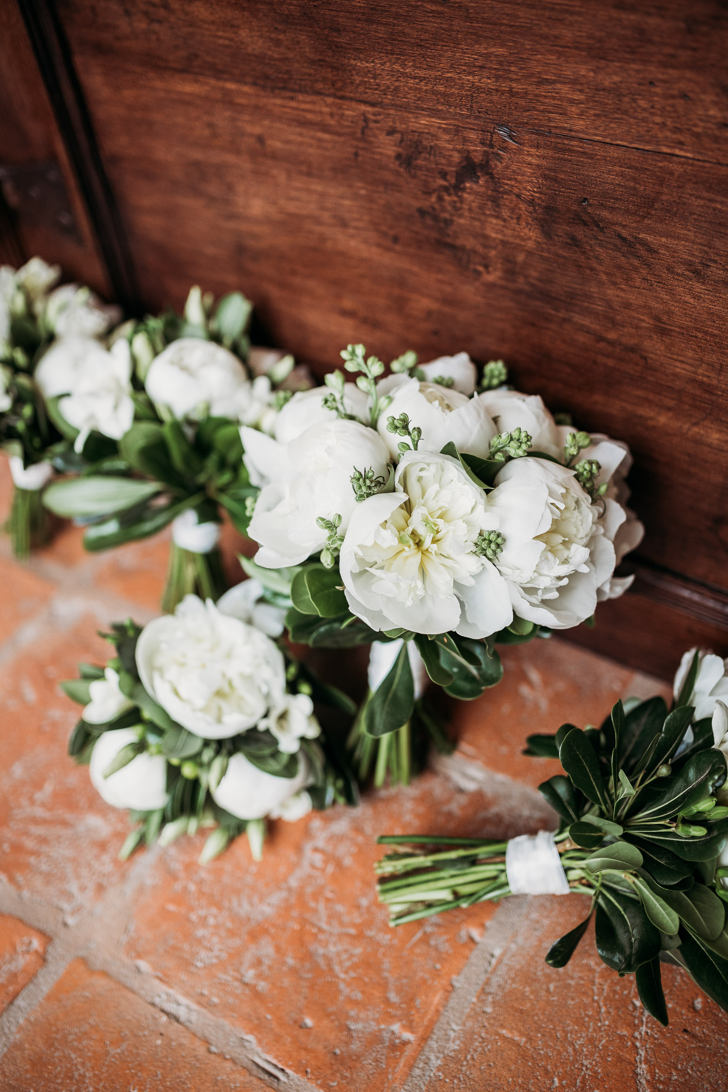 White bouquets for bride and bridesmaids