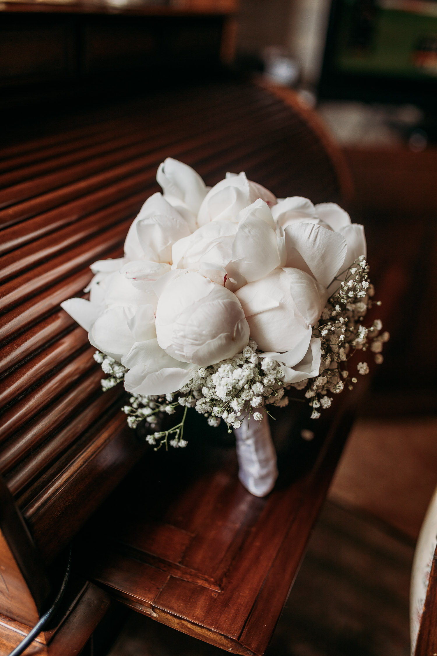 Total white peonies bouquet at La bella rosina