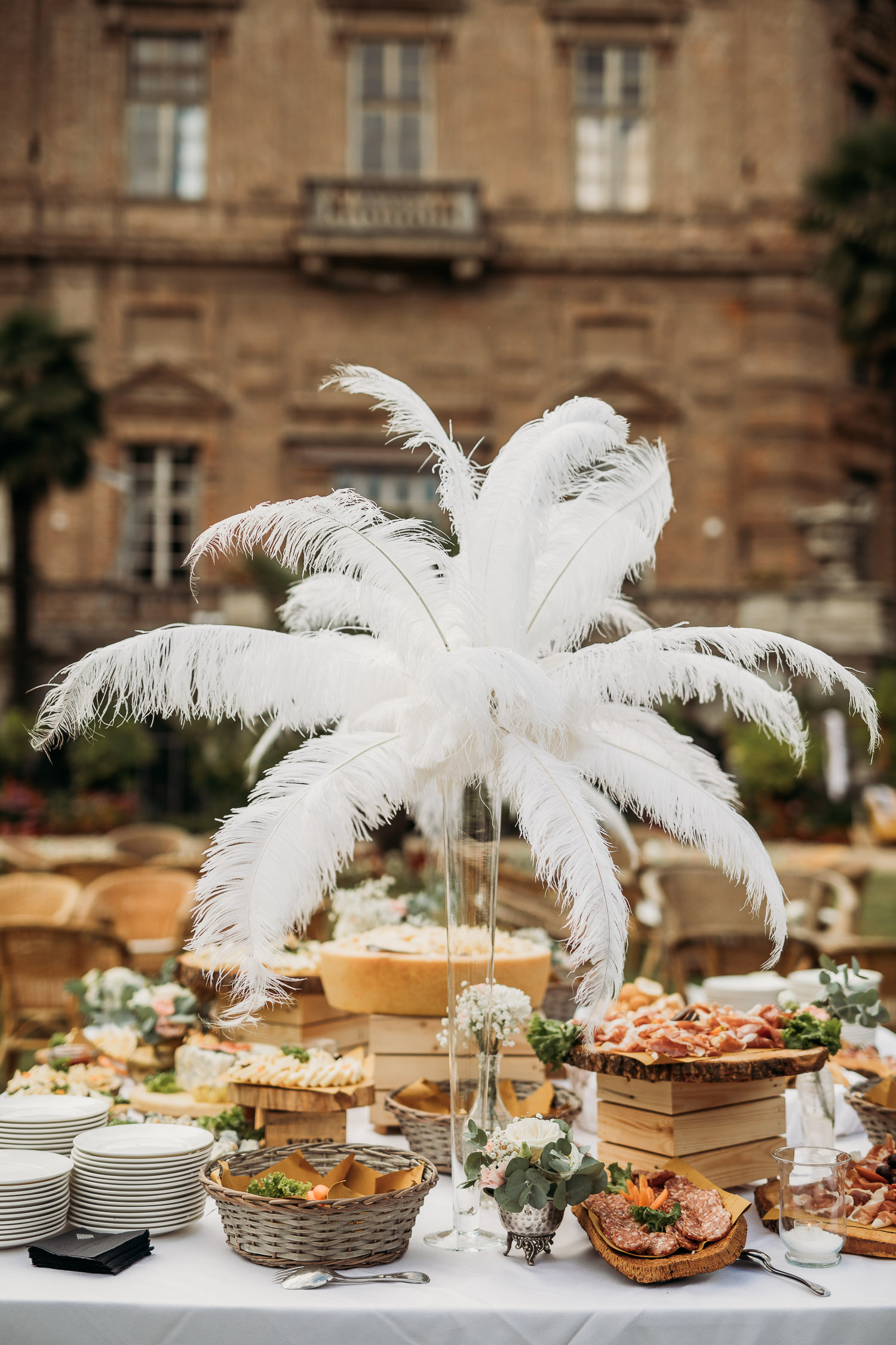 Great Gatsby wedding decor with plumes