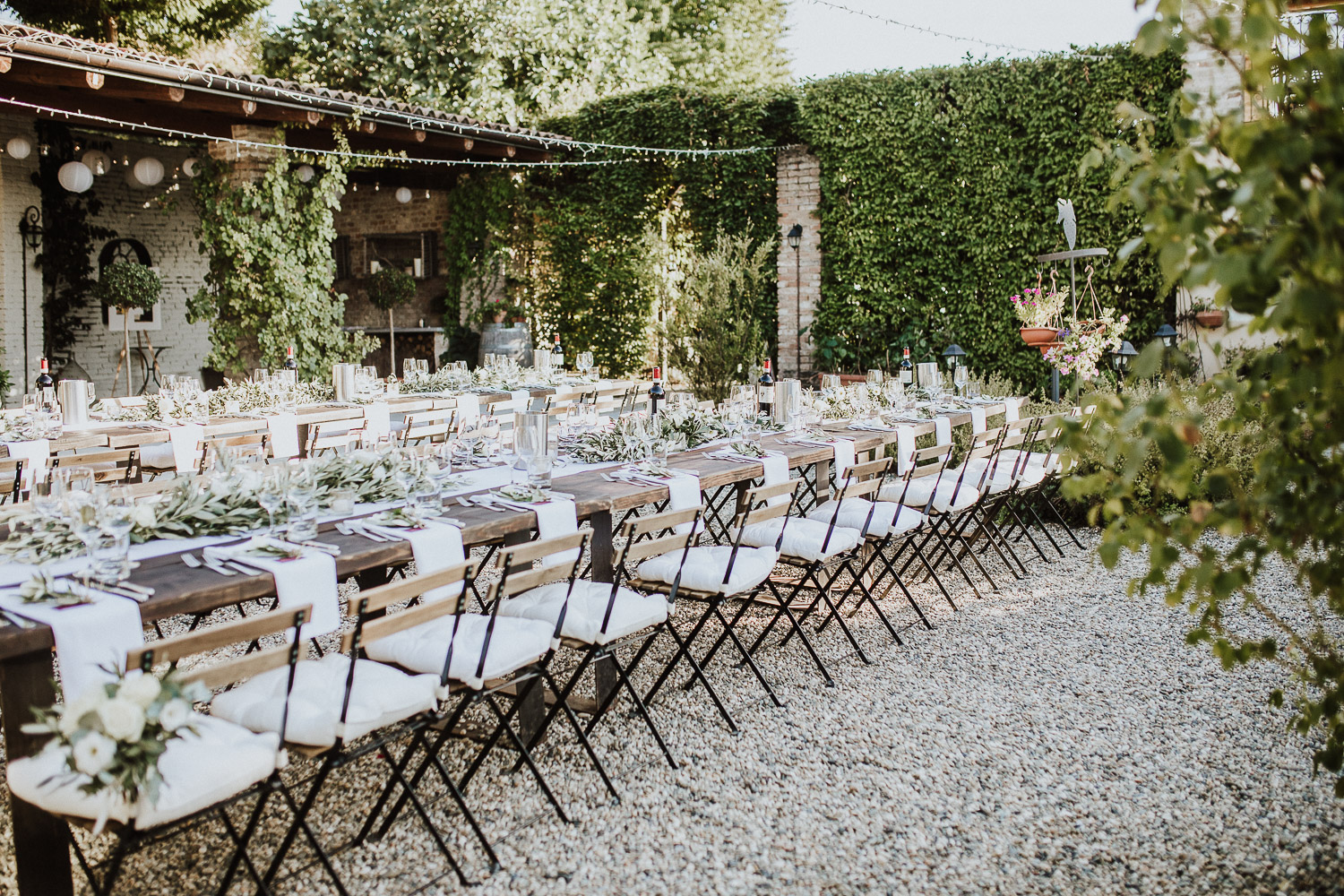 Romantic and bohemian wedding table in Monferrato at La Villa Hotel Mombaruzzo
