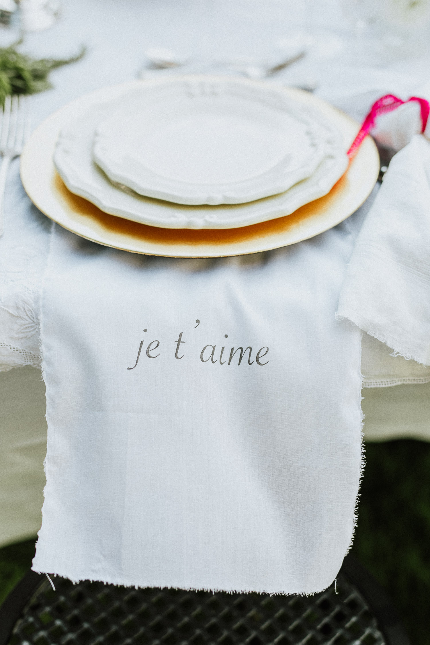 Hand painted napkins with love words for a wedding table setting at Villa Beccaris in Monforte d'Alba