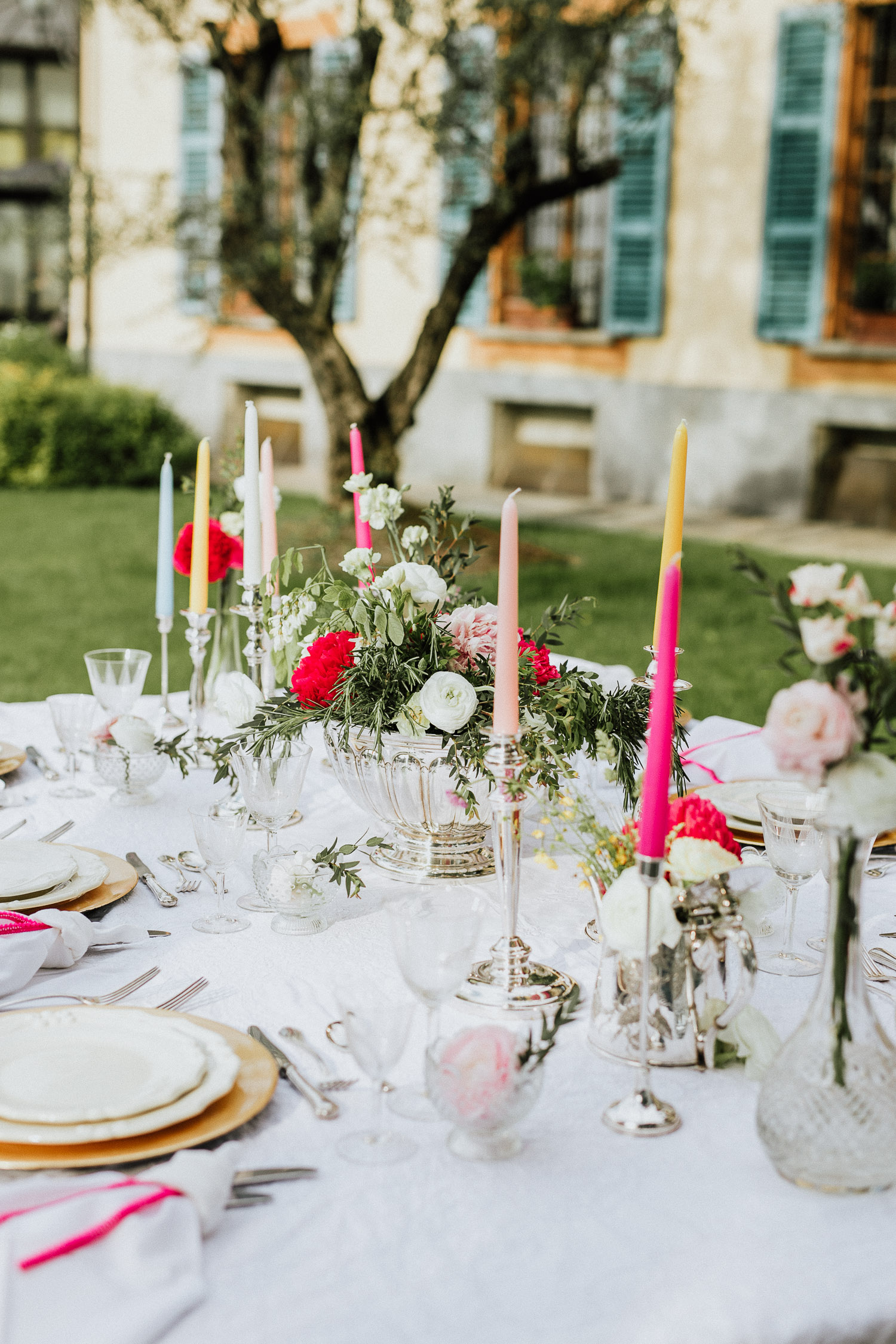 Italian wedding table setting with colorful candles at Villa Beccaris