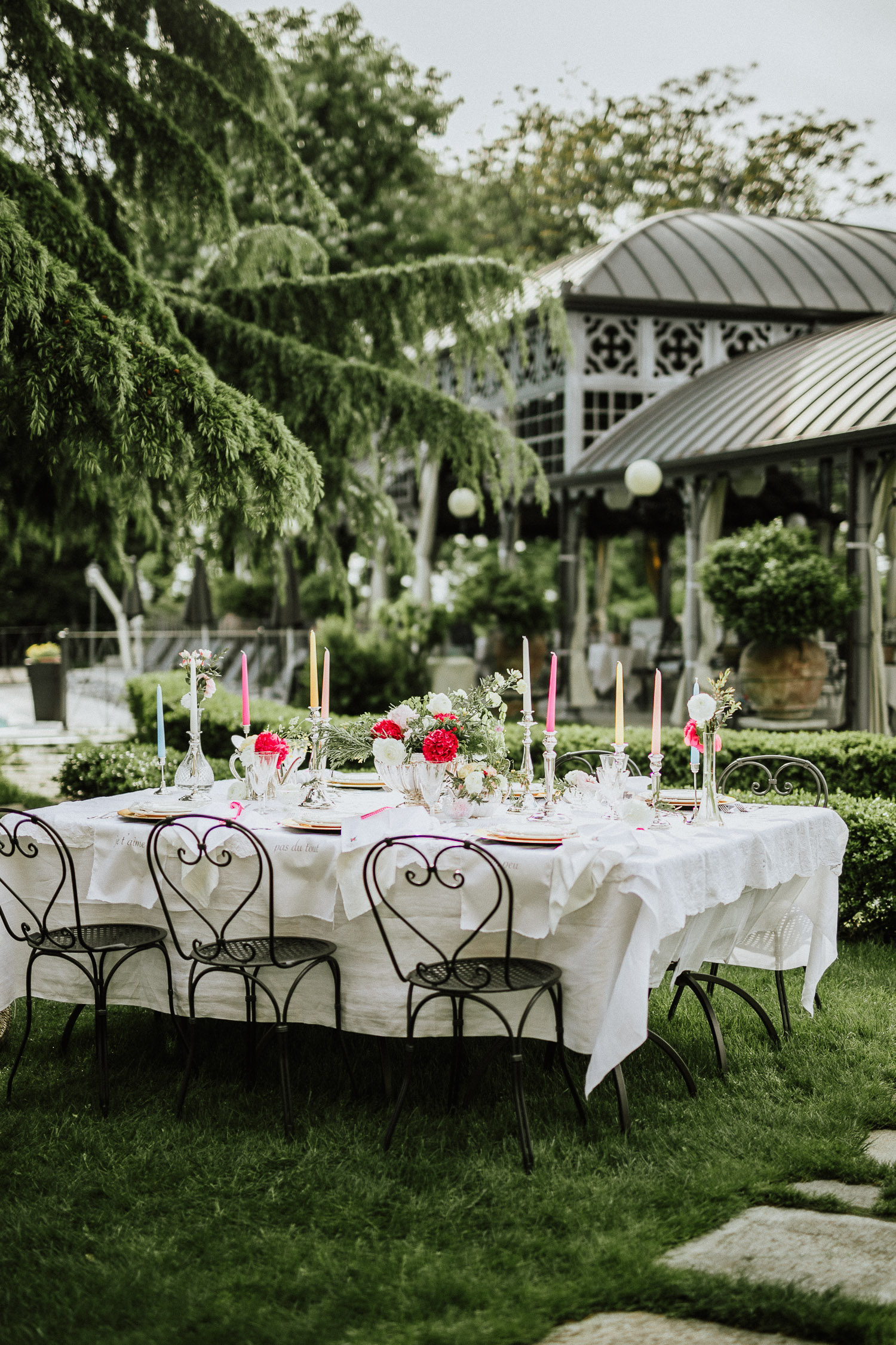 Colorful table setting with candles and rosmaery at Villa Beccaris in Monforte d'Alba